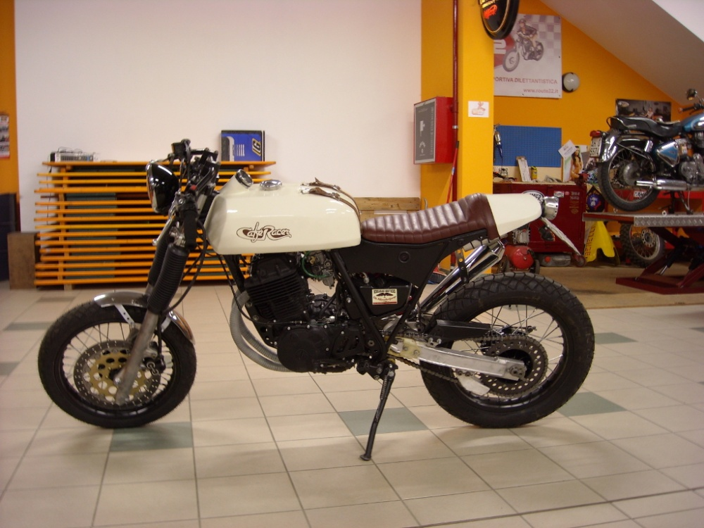 yamaha tt 600 cafe racer idea di immagine del motociclo. Black Bedroom Furniture Sets. Home Design Ideas